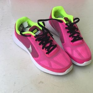 Under Armour size 4Y pink sneakers NWB